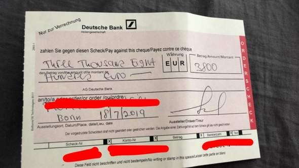 Ist hier ein Mitarbeiter der Deutschen Bank, der etwas zu diesen Schecks sagen kann?